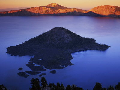 Wizard Island at dusk, Crater Lake ...