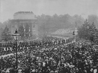 Crowds Gather For Queen Victoria's Diamond Jubilee At The Wellington Arch
