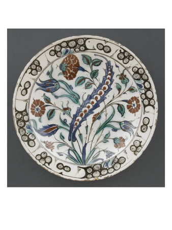 Dish with Great Saz Leaves on a Light Bouquet Beaded
