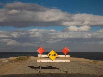 End Road Sign in Desert, Salton Sea, Salton City, Imperial County, California, USA