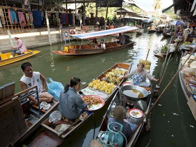 Damnoen Saduak Floating Market ...
