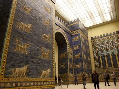 Ischtar Tor aus Babylon im Pergamon ...