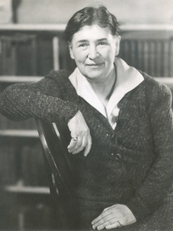a review of o pioneers by willa cather O pioneers has 37,788 ratings and 2,441 reviews cecily said: i was entranced by the nebraska prairie and a wonderful leading woman, living a century.