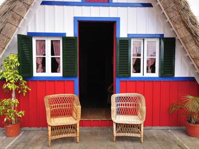 Traditional Santana Thatch House ...