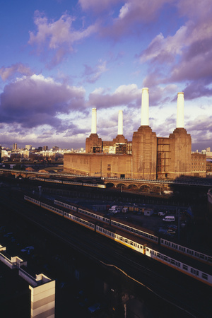 Looking north at the Battersea Power Station by Carlos Dominguez