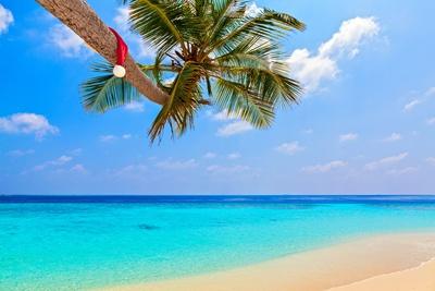 Santa Claus am Strand der Karibik