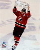 Joe Thornton with 2004 World Cup Trophy ©Photofile