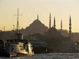 Sirkeci Harbour with Yeni and Sulemaniye Mosques Behind, Istanbul, Turkey, Eurasia