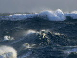 Large Waves Characterize the Southern Ocean Surrounding Antarctica