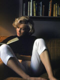 Marilyn Monroe Reading at Home Premium Photographic Print