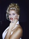 Model Anna Nicole Smith Showing Off Her Engagement Ring