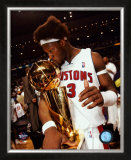 Ben Wallace Kissing 2004 NBA Championship Trophy  ©Photofile