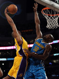 New Orleans Hornets v Los Angeles Lakers - Game Five, Los Angeles, CA - April 26: Kobe Bryant and E