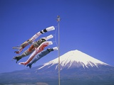Japan: Mount Fuji and windsocks Fotografie-Druck