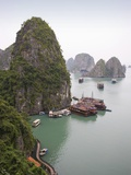 Boats in Halong Bay in Vietnam Fotografie-Druck