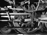 Lead Driver & Valve Gear, AT&SF #3751 from the Railroad Series