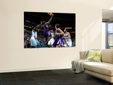 Sacramento Kings v New Orleans Hornets: Tyreke Evans and Emeka Okafor