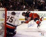 Eric Lindros Diving Shot Vs. Islanders Autographed Photo (Hand Signed Collectable)