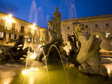 Buy Fountain of the Nymph Arethusa in Piazza Archimede, Siracusa, Sicily, Italy, Europe at AllPosters.com
