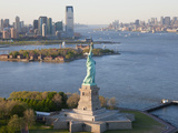 Statue of Liberty (Jersey City, Hudson River, Ellis Island and Manhattan Behind), New York, USA