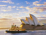 Australia, New South Wales, Sydney, Sydney Opera House, Boat Infront of Opera House