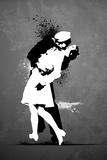 Warzone-Kiss Graffiti