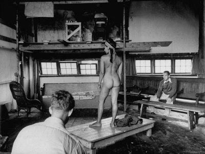Male Students Sketching Nude Female Model During Life Drawing Class at ...