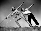 Gym Teachers Throwing Javelins at Hiddensee Papier Photo par Alfred Eisenstaedt