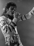 Michael Jackson Performing