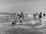 Lifeguards and Members of Womens Swimming Team Start Day by Charging into Surf Papier Photo par Peter Stackpole