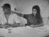 Actress Sophia Loren and Husband, Movie Producer Carlo Ponti Dining at Restaurant Aluminium par Alfred Eisenstaedt