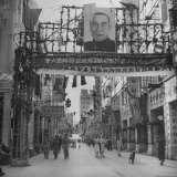 Picture of Li Tsung Jen in Center of Main Street