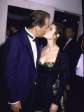 Married Actors Bruce Willis and Demi Moore Kissing