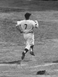Ny Yankee Mickey Mantle Running During Game