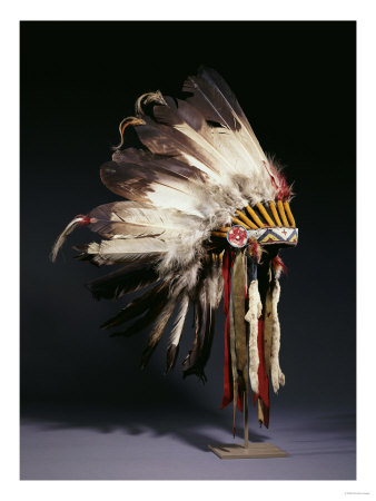 Sunka Bloka A-fine-sioux-war-bonnet-sewn-with-twenty-nine-eagle-feathers