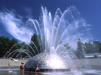 http://cache2.artprintimages.com/p/LRG/27/2756/49HTD00Z/art-print/charles-crust-children-play-in-the-international-fountain-of-seattle-center-seattle-washington-usa.jpg