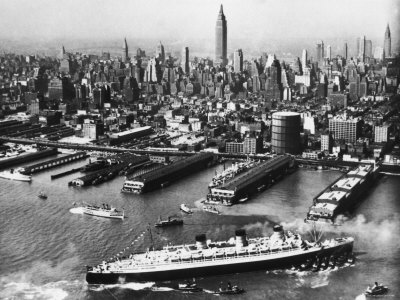 Tugboats Aid Ocean SS Queen Mary While Docking at 51st Street Pier with NYC Skyline in Background Stretched Canvas Print