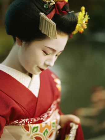 http://cache2.artprintimages.com/p/LRG/28/2890/V6EPD00Z/art-print/a-portrait-of-a-kimono-clad-geisha.jpg