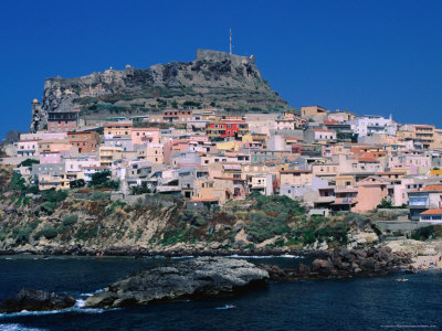 Italia  Dallas-stribley-medieval-hilltop-village-of-castelsardo-above-new-town-below-sassari-sardinia-italy