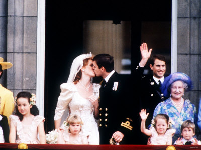 http://cache2.artprintimages.com/p/LRG/30/3015/386BF00Z/art-print/prince-andrew-and-sarah-ferguson-on-the-balcony-at-buckingham-palace-after-their-wedding-july-1986.jpg