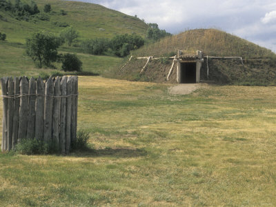 Reconstructed Mandan Earth Lodge and Sacred Ark at On-A-Slant ...