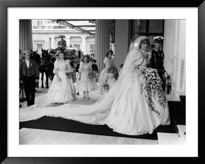 prince charles and princess diana wedding pictures. Prince Charles and Princess Diana After Their Wedding at St Pauls Cathedral