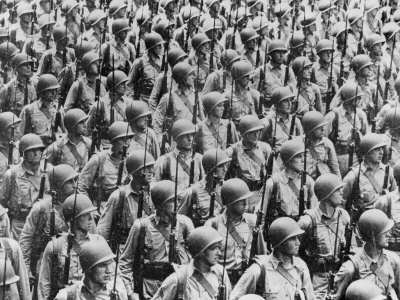 external image world-war-ii-soldiers-lined-up-1940-1946.jpg
