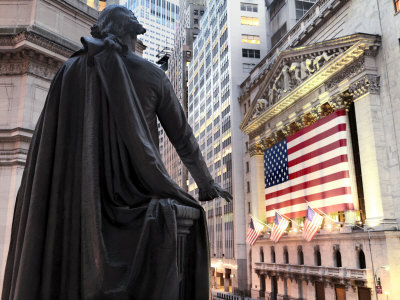 A bronze statue of George Washington and the New York Stock Exchange Stretched Canvas Print