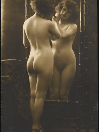 nude girl poses in front of a mirror with a powder puff Visalia,CA real estate house value index trend