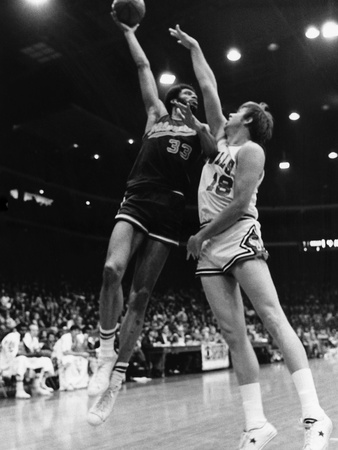 Kareem Abdul-Jabbar - 1974 Stretched Canvas Print