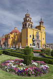 Mexico  Guanajuato Gardens Welcome Visitors to the Colorful Town