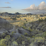 Badlands South Unit Landscape, Theodore Roosevelt National Park, North Dakota Papier Photo par Tim Fitzharris