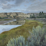 Calm Waters of the Little Missouri River, Theodore Roosevelt National Park, North Dakota Papier Photo par Tim Fitzharris