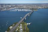 Auckland Harbour Bridge and Waitemata Harbour  Auckland  North Island  New Zealand